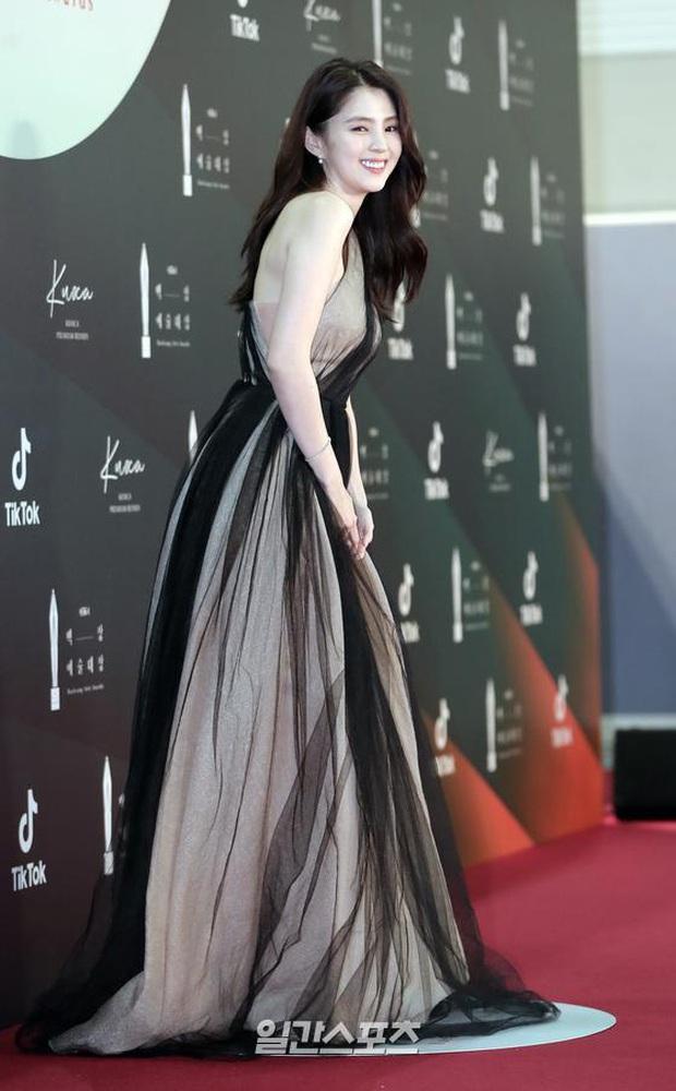 Siêu thảm đỏ Baeksang 2020: Son Ye Jin - Hyun Bin, Park Bo Gum - Suzy thái độ lạ, tiểu tam Thế giới hôn nhân lấn át cả IU, Seohyun - Ảnh 17.