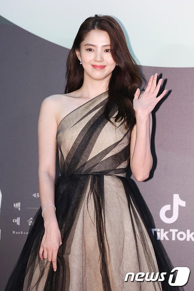 Tỏa sáng như nữ thần tại Baeksang 2020 nhưng ai ngờ tiểu tam hot nhất màn ảnh Hàn diện lại váy cũ Angela Baby từng mặc từ 2 năm trước - Ảnh 3.