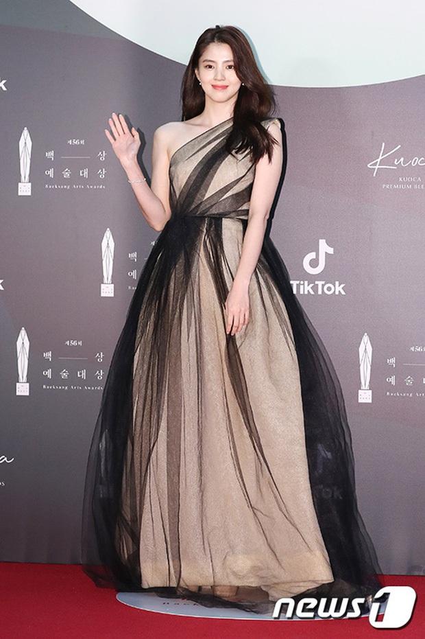 Tỏa sáng như nữ thần tại Baeksang 2020 nhưng ai ngờ tiểu tam hot nhất màn ảnh Hàn diện lại váy cũ Angela Baby từng mặc từ 2 năm trước - Ảnh 4.