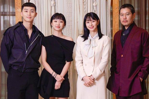 Baeksang 2020 quy tụ toàn quái vật nhưng spotligt dồn sạch vào đôi tình nhân Hyun Bin - Son Ye Jin? - Ảnh 18.