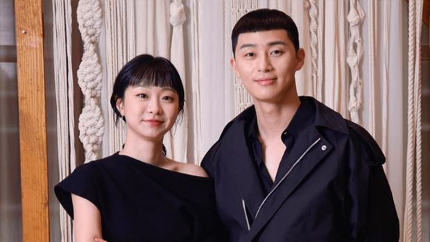 Baeksang 2020 quy tụ toàn quái vật nhưng spotligt dồn sạch vào đôi tình nhân Hyun Bin - Son Ye Jin? - Ảnh 15.