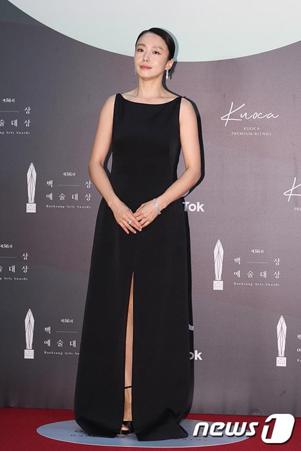 Siêu thảm đỏ Baeksang 2020: Son Ye Jin - Hyun Bin, Park Bo Gum - Suzy thái độ lạ, tiểu tam Thế giới hôn nhân lấn át cả IU, Seohyun - Ảnh 38.