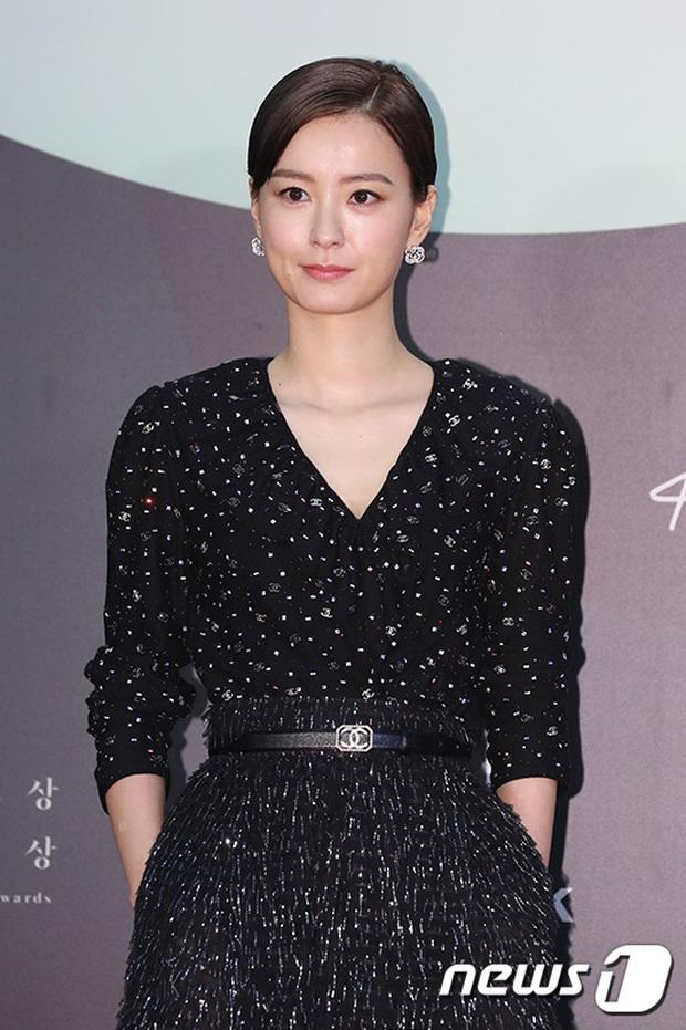 Siêu thảm đỏ Baeksang 2020: Son Ye Jin - Hyun Bin, Park Bo Gum - Suzy thái độ lạ, tiểu tam Thế giới hôn nhân lấn át cả IU, Seohyun - Ảnh 36.
