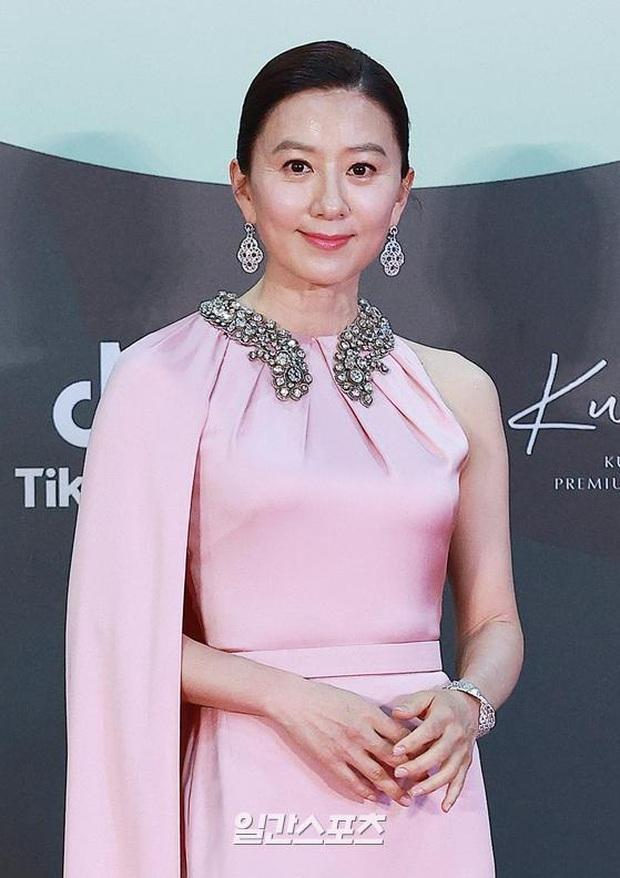 Siêu thảm đỏ Baeksang 2020: Son Ye Jin - Hyun Bin, Park Bo Gum - Suzy thái độ lạ, tiểu tam Thế giới hôn nhân lấn át cả IU, Seohyun - Ảnh 21.