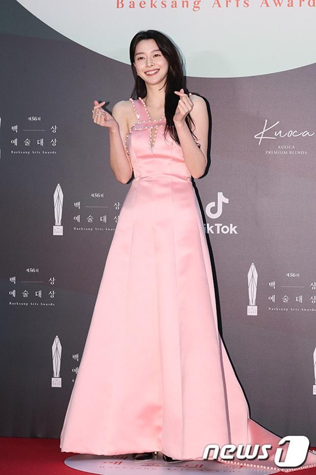 Siêu thảm đỏ Baeksang 2020: Son Ye Jin - Hyun Bin, Park Bo Gum - Suzy thái độ lạ, tiểu tam Thế giới hôn nhân lấn át cả IU, Seohyun - Ảnh 22.