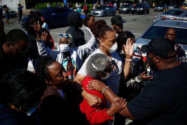 Người Mỹ lại rơi nước mắt trước 1 cái chết gây tranh cãi: Chủ nhà hàng bị cảnh sát bắn hạ trong làn sóng biểu tình, chuyện gì đã xảy ra? - Ảnh 5.