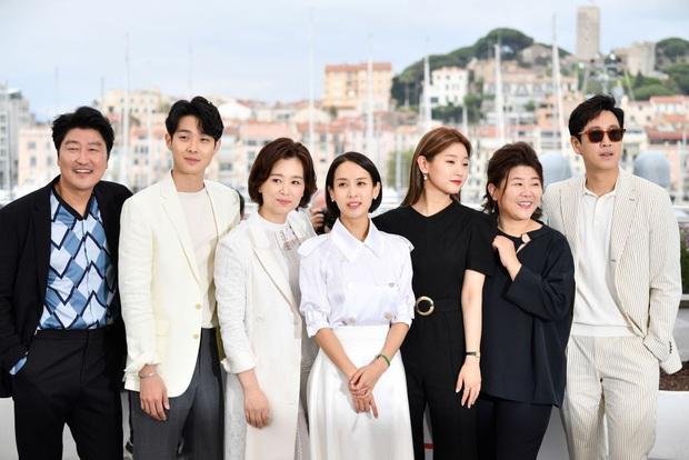 Baeksang 2020 quy tụ toàn quái vật nhưng spotligt dồn sạch vào đôi tình nhân Hyun Bin - Son Ye Jin? - Ảnh 5.
