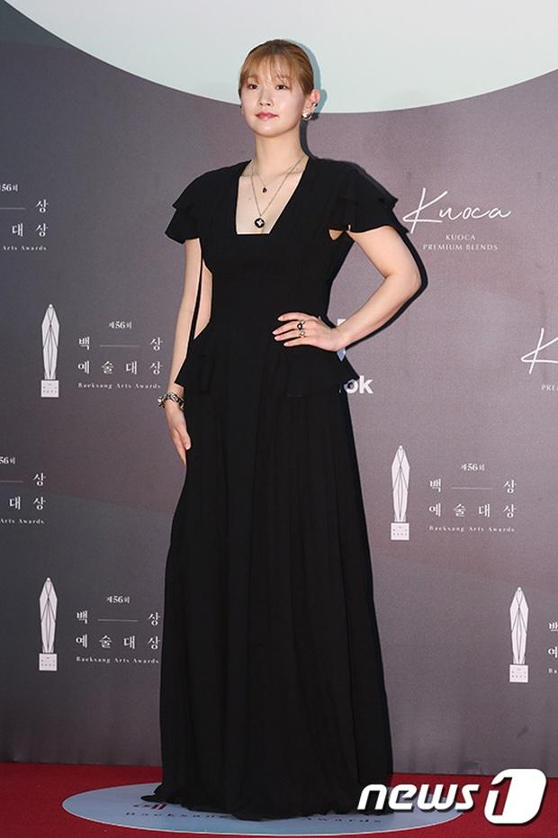 Siêu thảm đỏ Baeksang 2020: Son Ye Jin - Hyun Bin, Park Bo Gum - Suzy thái độ lạ, tiểu tam Thế giới hôn nhân lấn át cả IU, Seohyun - Ảnh 31.