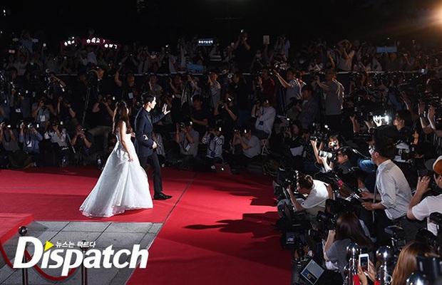 Nhìn lại khoảnh khắc huyền thoại của Song - Song couple tại Baeksang 4 năm trước: Chẳng khác nào một đám cưới thế kỉ! - Ảnh 5.