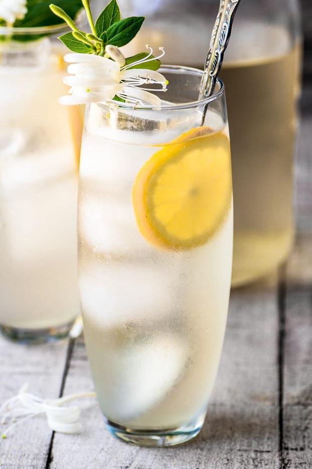 Nóng nực đến mấy vào mùa hè cũng được xua tan bởi các loại đồ uống mát lạnh nhưng có 3 nhóm người tuyệt đối đừng nên dùng - Ảnh 2.