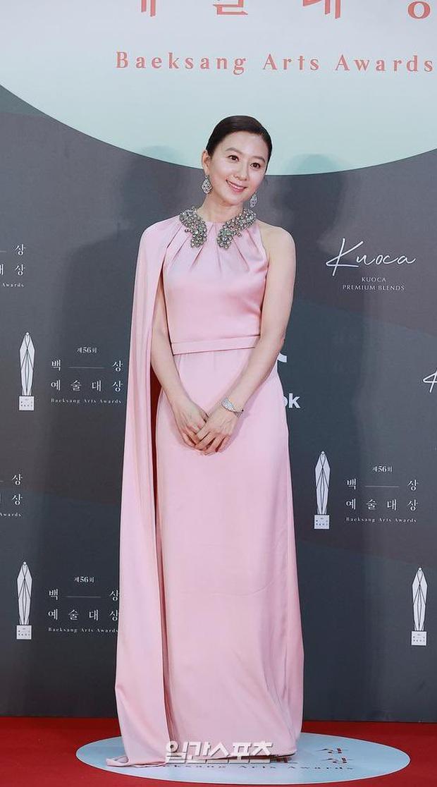 Visual bùng nổ của 5 chị đại hot nhất năm ở thảm đỏ Baeksang 2020: Son Ye Jin đẹp vô thực, tiểu tam Thế Giới Hôn Nhân cũng chẳng vừa - Ảnh 4.