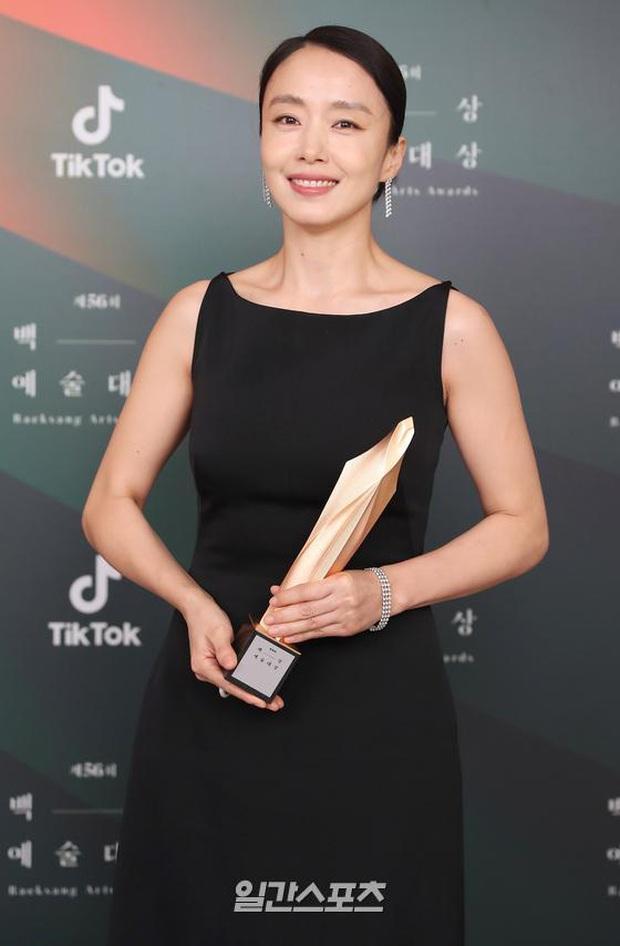 Baeksang 2020 hạng mục điện ảnh: Hươu cao cổ Lee Kwang Soo tạo sóng với giải hot, trùm Parasite giật cúp Daesang - Ảnh 5.