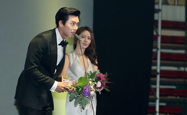 Chối đây đẩy, ai dè Son Ye Jin bị soi khoảnh khắc 6 năm 1 ánh mắt say mê Hyun Bin vẹn nguyên, nhìn tưởng yêu đơn phương! - Ảnh 12.