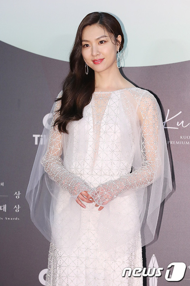 Siêu thảm đỏ Baeksang 2020: Son Ye Jin - Hyun Bin, Park Bo Gum - Suzy thái độ lạ, tiểu tam Thế giới hôn nhân lấn át cả IU, Seohyun - Ảnh 15.