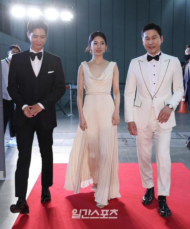 Siêu thảm đỏ Baeksang 2020: Son Ye Jin - Hyun Bin, Park Bo Gum - Suzy thái độ lạ, tiểu tam Thế giới hôn nhân lấn át cả IU, Seohyun - Ảnh 2.