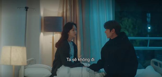 Thính xịn hơn cả hôn cổ, Lee Min Ho ôm ấp dính chặt Kim Go Eun không rời ở tập 15 Quân Vương Bất Diệt - Ảnh 1.