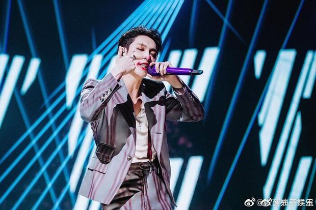Đang yên đang lành tự nhiên ngã dập mông, bài hát của thành viên EXO có gì hay mà Ngọc Trinh, Diệu Nhi, AMEE và dàn sao Việt ngả rạp hết thế? - Ảnh 7.