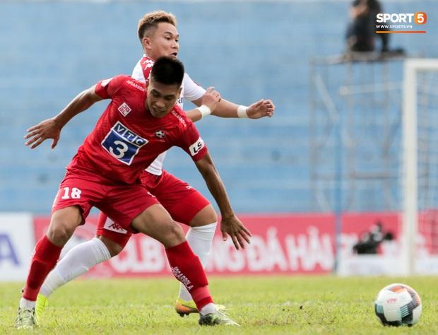 Cầu thủ Việt Nam học sao thế giới cách cực dị: Nằm sõng xoài ra sân ngăn cú đá phạt tinh quái - Ảnh 9.