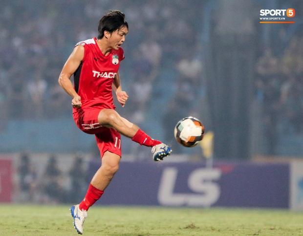 Tuấn Anh chán chường, mệt mỏi sau khi HAGL bị Hà Nội FC hành hạ suốt 90 phút - Ảnh 1.