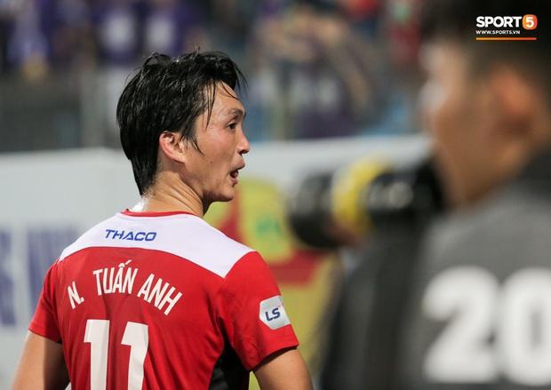 Tuấn Anh chán chường, mệt mỏi sau khi HAGL bị Hà Nội FC hành hạ suốt 90 phút - Ảnh 9.