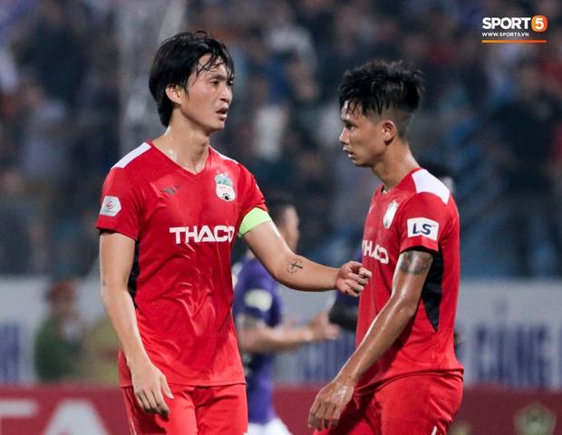 Tuấn Anh chán chường, mệt mỏi sau khi HAGL bị Hà Nội FC hành hạ suốt 90 phút - Ảnh 6.