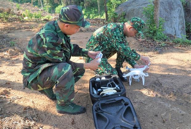 Biên phòng Đà Nẵng dùng flycam truy tìm tên tội phạm đặc biệt nguy hiểm 2 lần vượt ngục - Ảnh 1.