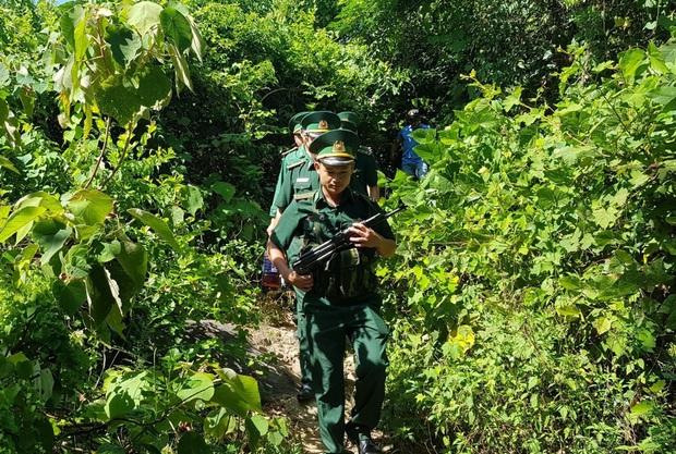 Biên phòng Đà Nẵng dùng flycam truy tìm tên tội phạm đặc biệt nguy hiểm 2 lần vượt ngục - Ảnh 6.