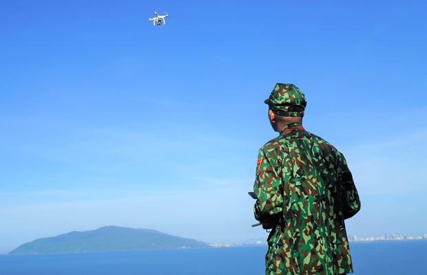 Biên phòng Đà Nẵng dùng flycam truy tìm tên tội phạm đặc biệt nguy hiểm 2 lần vượt ngục - Ảnh 3.