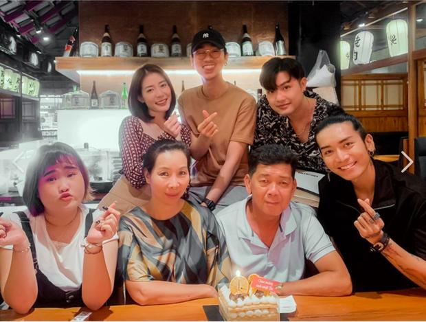 Bạn trai đồng giới công khai xuất hiện tại tiệc sinh nhật bố BB Trần, khoảnh khắc chung khung hình lộ rõ quan hệ thật? - Ảnh 2.