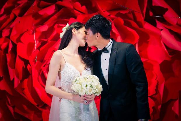 Mãn nhãn với loạt ảnh xinh trong hôn lễ dàn cầu thủ: Duy Mạnh cực đầu tư, Công Phượng giản dị nhưng đầy cảm xúc! - Ảnh 6.