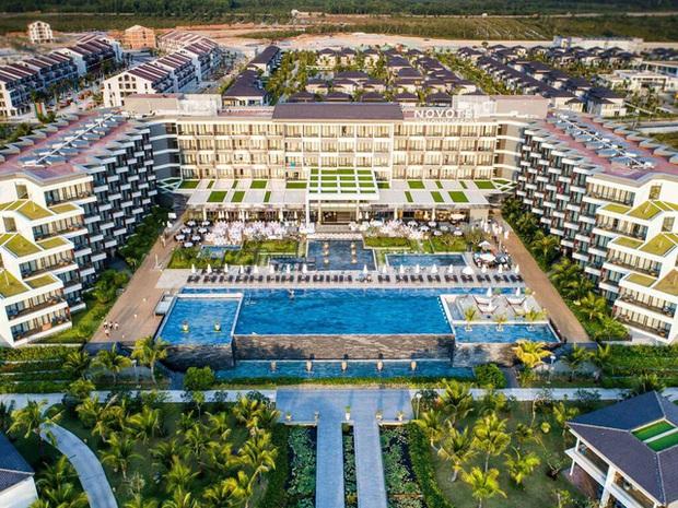 6 resort 5 sao sở hữu hồ bơi độc đáo bậc nhất đảo ngọc Phú Quốc đang có giá rẻ, giảm sâu đến không ngờ: Còn gì tuyệt hơn ngắm hoàng hôn, đắm mình trong làn nước xanh trong vắt - Ảnh 1.