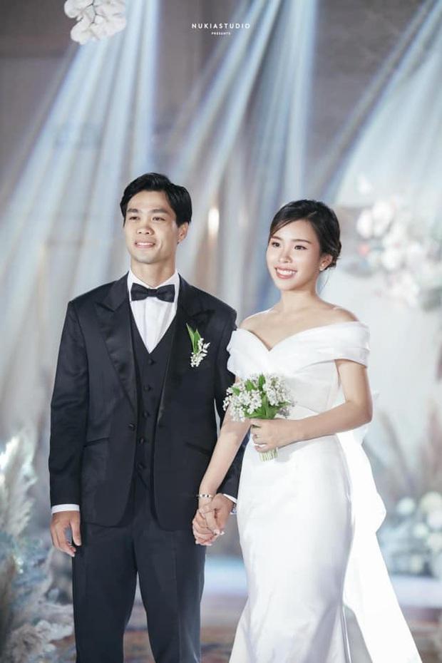 Điểm 10 hoàn mỹ dành cho bộ váy cưới của vợ Công Phượng: Thiết kế trễ vai nhẹ nhàng, tôn dáng cho cô dâu nhỏ nhắn - Ảnh 2.