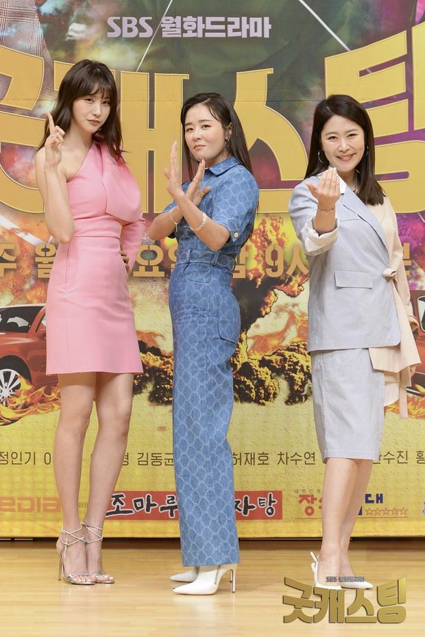 Dù cao hay thấp thì các sao Hàn đều xài chung một chiêu để trang phục tôn dáng, bảo sao nhìn ai cũng dáng đẹp nuột nà - Ảnh 2.