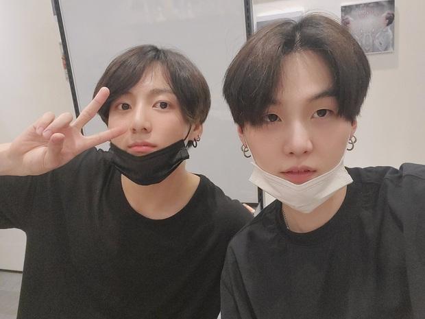 Jungkook (BTS) chính thức lên tiếng xin lỗi fan vì scandal Itaewon với hội 97-line - Ảnh 2.