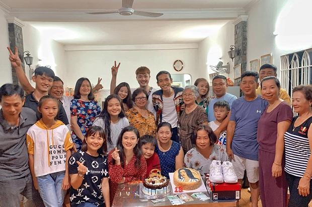 Bạn trai đồng giới công khai xuất hiện tại tiệc sinh nhật bố BB Trần, khoảnh khắc chung khung hình lộ rõ quan hệ thật? - Ảnh 3.