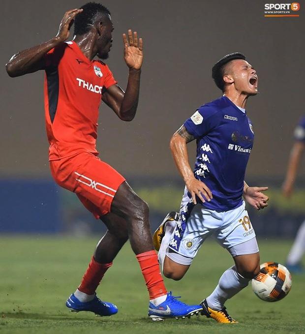 HLV Hà Nội FC: Quang Hải nhiều lần bị đòn đau và rách cả tất, HAGL không hề dễ chơi - Ảnh 1.