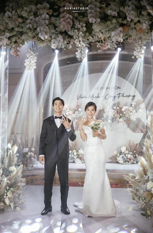 Điểm 10 hoàn mỹ dành cho bộ váy cưới của vợ Công Phượng: Thiết kế trễ vai nhẹ nhàng, tôn dáng cho cô dâu nhỏ nhắn - Ảnh 3.