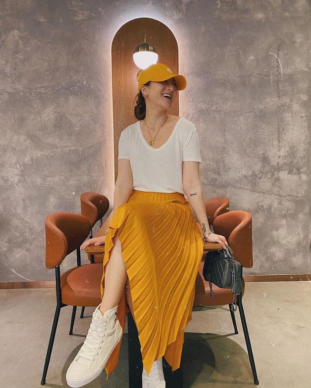 10 cách mix áo phông vừa đẹp vừa mát như sao Việt, toàn kiểu đơn giản mà nàng nào cũng có thể học theo - Ảnh 3.