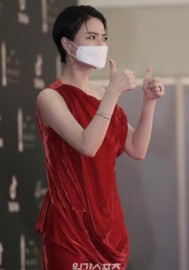 """Khoảnh khắc nữ diễn viên """"Reply 1997"""" chửi thề khi hụt giải tại Baeksang 2020 gây bão, nhưng sao Knet khó tính lại thích thú thế này? - Ảnh 5."""