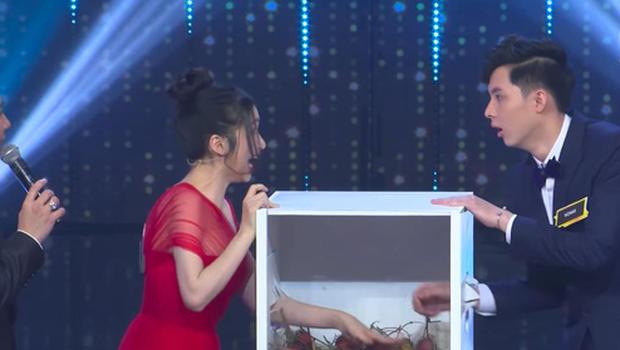 Lần đầu đi Người ấy là ai, Hòa Minzy đã cống hiến 1001 biểu cảm khiến fan cười đau bụng! - Ảnh 5.