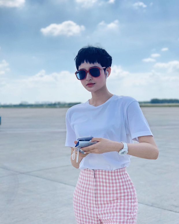 10 cách mix áo phông vừa đẹp vừa mát như sao Việt, toàn kiểu đơn giản mà nàng nào cũng có thể học theo - Ảnh 4.