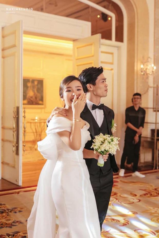 Điểm 10 hoàn mỹ dành cho bộ váy cưới của vợ Công Phượng: Thiết kế trễ vai nhẹ nhàng, tôn dáng cho cô dâu nhỏ nhắn - Ảnh 5.