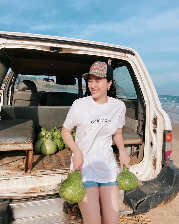 10 cách mix áo phông vừa đẹp vừa mát như sao Việt, toàn kiểu đơn giản mà nàng nào cũng có thể học theo - Ảnh 5.