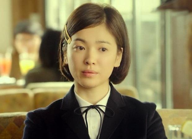 Nhìn lại những lần Song Hye Kyo mặc đồng phục, giản dị từ tóc tai đến makeup để thấy thế nào là nhan sắc đi vào huyền thoại - Ảnh 7.