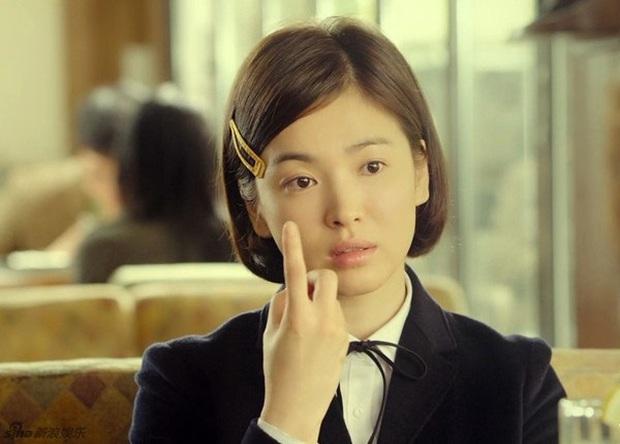 Nhìn lại những lần Song Hye Kyo mặc đồng phục, giản dị từ tóc tai đến makeup để thấy thế nào là nhan sắc đi vào huyền thoại - Ảnh 8.