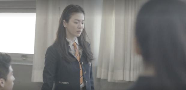 Nhìn lại những lần Song Hye Kyo mặc đồng phục, giản dị từ tóc tai đến makeup để thấy thế nào là nhan sắc đi vào huyền thoại - Ảnh 10.