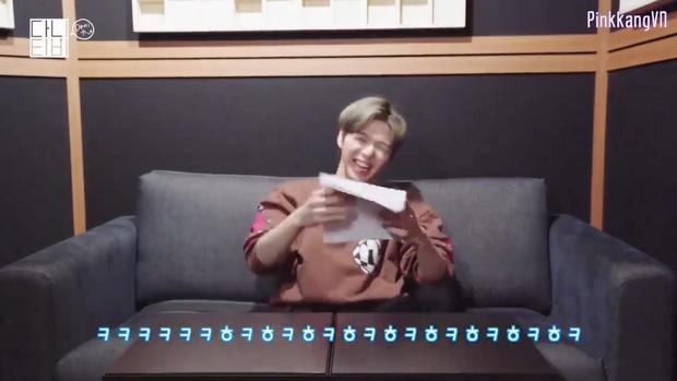 CEO Kang Daniel cười tít cả mắt dù bị nhân viên công ty phũ: Đến giờ vẫn không thích bài hát nào của cậu ấy - Ảnh 6.