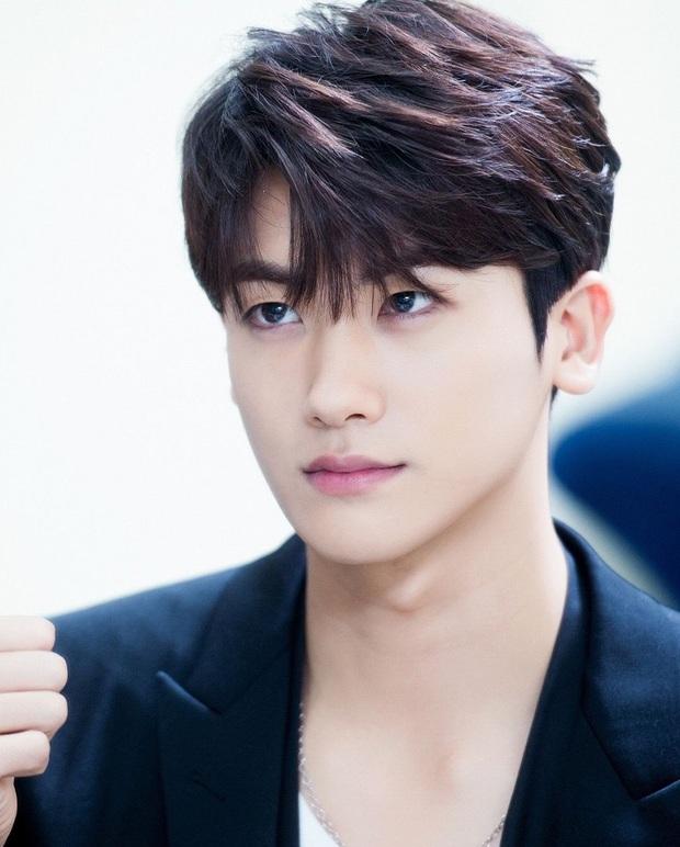 Sao Hàn thẳng thừng từ chối SM: Jisoo (BLACKPINK) không muốn phản bội YG, Jin (BTS) và Sehun (EXO) đều tưởng bị lừa đảo nhưng kết cục lại khác nhau - Ảnh 6.