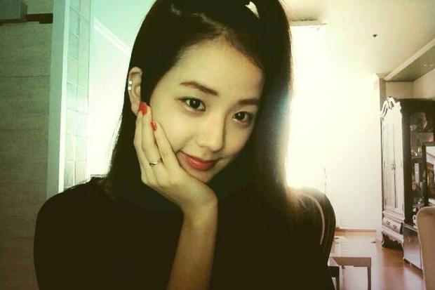 Sao Hàn thẳng thừng từ chối SM: Jisoo (BLACKPINK) không muốn phản bội YG, Jin (BTS) và Sehun (EXO) đều tưởng bị lừa đảo nhưng kết cục lại khác nhau - Ảnh 2.