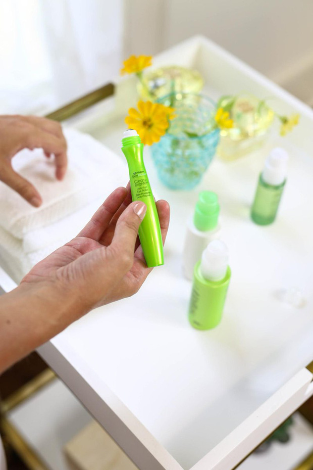 6 loại kem dưỡng mắt giá rẻ giật mình mà chất lượng xịn sò khiến các chị em ngoài 30 mua đi mua lại - Ảnh 1.